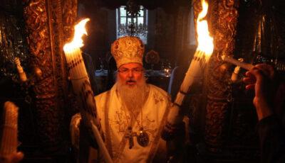 Video. Lumina Sfântă s-a aprins la Biserica Sfântului Mormânt din Ierusalim