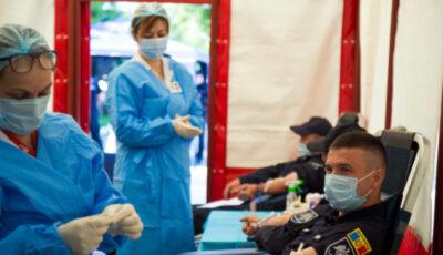 Poliţiştii de frontieră au donat sânge de ziua lor profesională