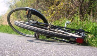 Un adolescent pe motocicletă a spulberat un copil de trei ani, la Comrat