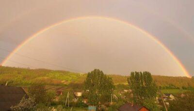 Un curcubeu spectaculos, surprins pe cerul Moldovei. Foto