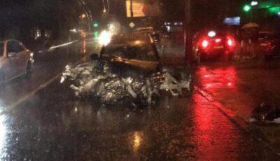 Automobil BMW, făcut zob pe o stradă din Capitală noaptea trecută. Șoferul nu a fost rănit