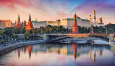 Nou val de Covid în Rusia. Oamenii refuză vaccinarea, restricții foarte puține