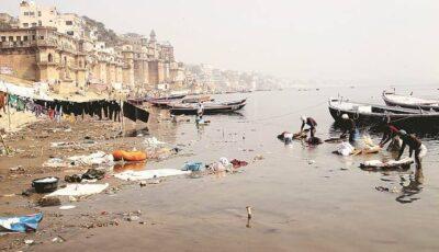 India: Cadavrele celor morți de Covid, aruncate în râul Gange