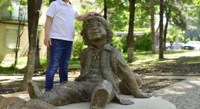 Foto: În Capitală a fost inaugurat scuarul Guguță. Unde se află acesta?