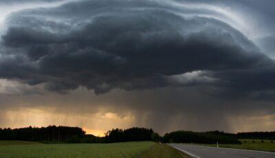 Alertă meteo: Cod galben de ploi puternice și furtună în jumătate de țară