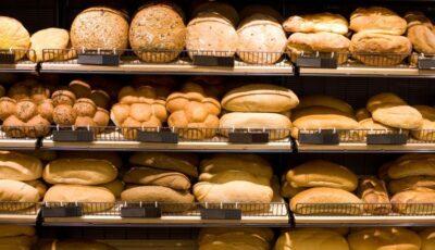Pâinea s-a scumpit. Se cere ca Guvernul să interzică de urgență exportul de grâu din țara noastră