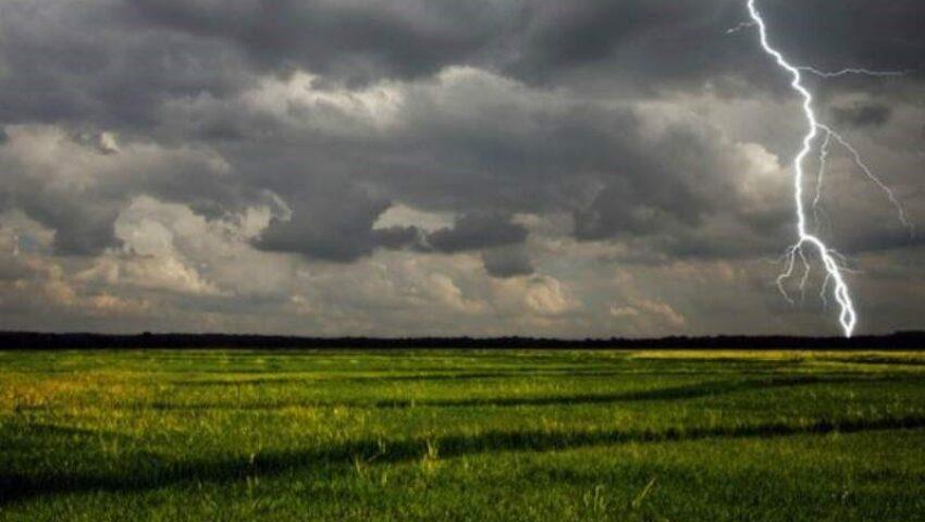 Un nou cod galben: Ploi puternice, fulgere și vijelie în Moldova