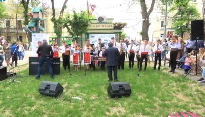Odă creației compozitorului Eugen Doga! Muzica maestrului a răsunat astăzi în Parcul Catedralei, în interpretarea copiilor talentați