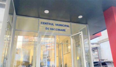Cel mai mare centru de vaccinare din capitală a stat închis 3 zile, dar s-au făcut parade și aglomerări de oameni în cimitire