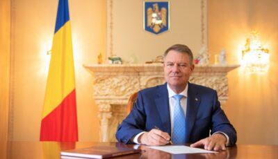 Trei scriitori și un jurnalist din Republica Moldova au fost decorați de președintele României Klaus Iohannis