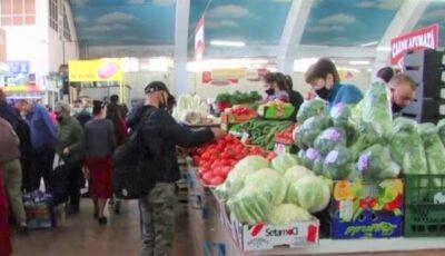 Îmbulzeală la piața din Bălți. Carnea de miel a ajuns să coste 120 de lei