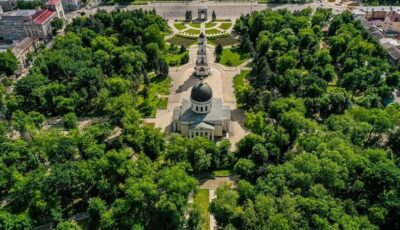 """Grădina Publică din """"Scuarul Catedralei Mitropolitane"""" va fi dotată cu mobilier urban nou"""