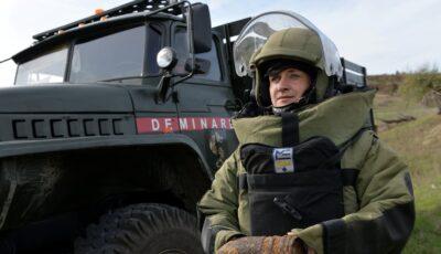 Fotografia unei moldovence, locotenent major în Armata Națională, prezentată în cadrul unei expoziții la Geneva
