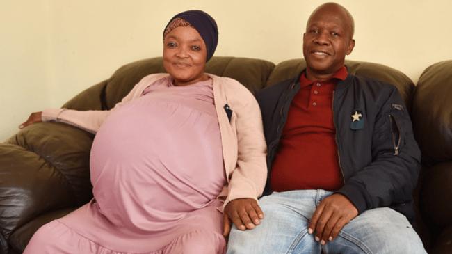 Femeia din Africa de Sud, care a născut 10 copii odată, și soțul ei, copleșiți de emoții