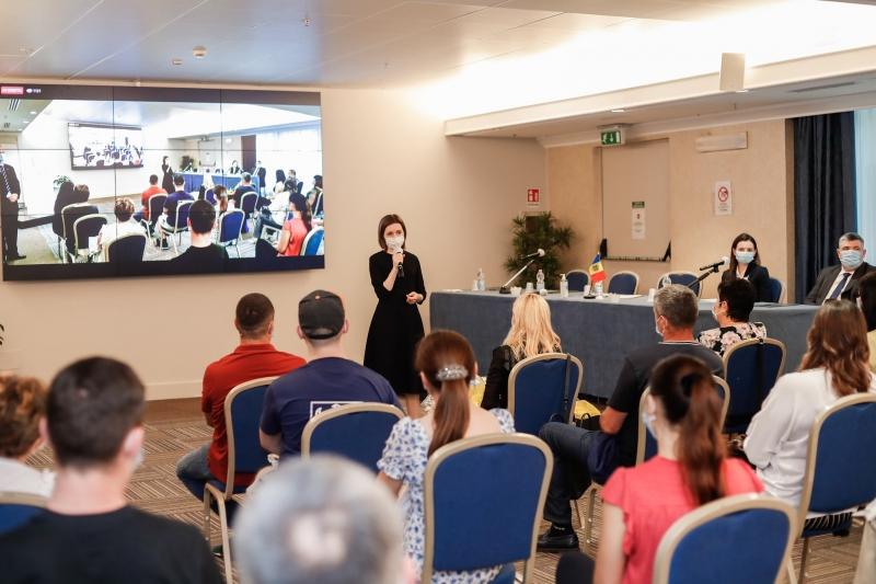 """Foto: Maia Sandu, la întâlnirea cu diaspora din Italia: ,,Voi munci pentru dezvoltarea Republicii Moldova"""""""