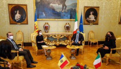 """Moldova și Italia au semnat Acordul în domeniul securității sociale. Maia Sandu: """"Documentul oferă posibilitatea ca, obținând o pensie în această țară, să o poată primi și acasă, dar și invers"""""""