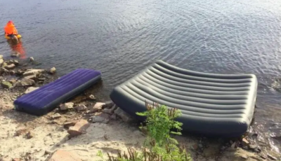 O familie întreagă s-a înecat după ce a urcat pe o saltea gonflabilă. A rămas în viață doar mama