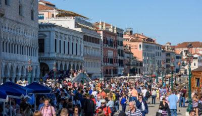 Italia renunță la purtarea măștilor de protecție în aer liber