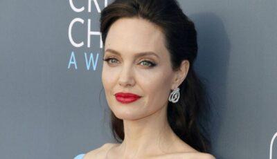 Rochie strălucitoare și zâmbet protector! Angelina Jolie a împlinit 46 de ani și a ieșit la restaurant însoțită doar de cei șase copii ai săi