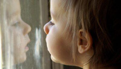 Un copil de 3 ani din Moldova a decedat în Germania, după ce a căzut în gol de la etajul unui bloc de locuit