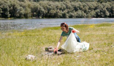 De Ziua internaţională a mediului, preşedintele Maia Sandu a participat la curățarea unei păduri din Vadul lui Vodă
