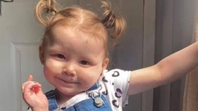 O fetiță a murit la scurt timp după ce a înghițit o baterie. Avertismentul medicilor pentru părinți