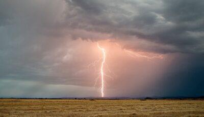 Alertă meteo! Cod galben de averse puternice și vijelie