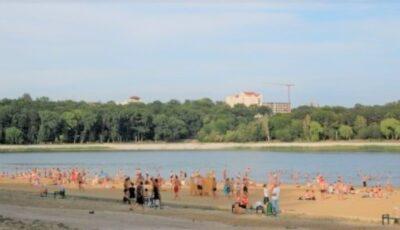 Medicii epidemiologi avertizează privind scăldatul în lacurile cu plajă din municipiul Chișinău și alte localități
