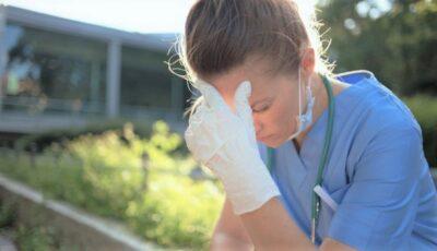 """Sindromul ,,long Covid"""". Simptomele de lungă durată resimțite de peste 35% din persoanele care au fost infectate cu noul coronavirus"""