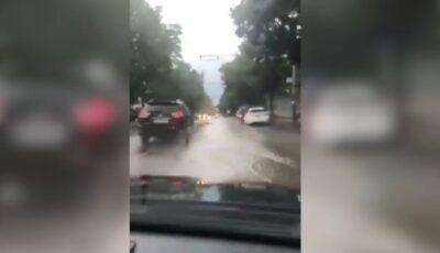 S-a rupt cerul. Ploaie puternică în Chișinău