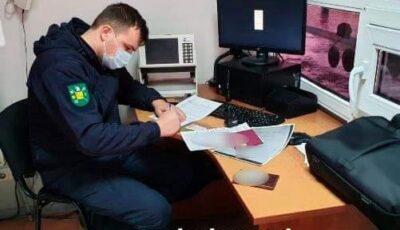 Trei moldoveni au intrat în țară cu teste Covid false pentru care ar fi plătit câte 800 lei