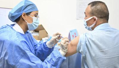 China plănuiește vaccinarea cu a treia doză Pfizer a celor imunizați cu serurile Sinopharm și Sinovac