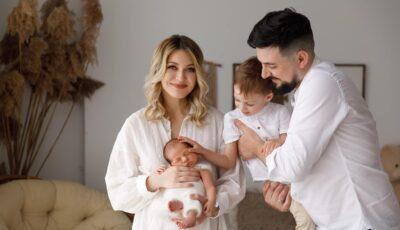 """Gloria Gorceag și familia ei, într-o ședință foto inedită: ,,A trecut o lună de viață în 4"""""""