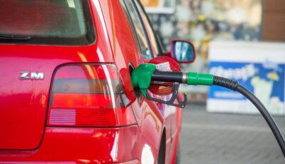 O rețea de benzinării a ieftinit benzina şi motorina