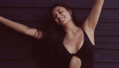 Demi Moore arată senzațional la 58 de ani. Actrița, surprinsă în costum de baie, în vacanță în Grecia