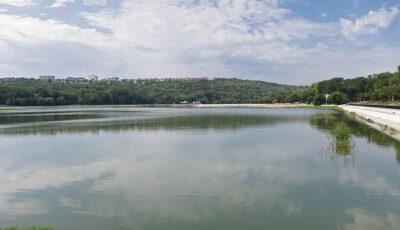 Un bărbat de 38 de ani, salvat de la înec într-un lac din Capitală