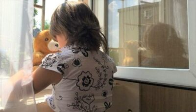 Tot mai mulți copii din Moldova sunt luați spre adopție de moldovenii plecați peste hotare