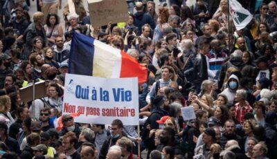 Centre de vaccinare vandalizate în Franţa, în timpul protestelor față de noile restricţii impuse de autorităţi