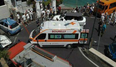 Un autobuz s-a răsturnat în Italia după ce șoferul a făcut infarct și a murit la volan. Zeci de oameni au fost răniți