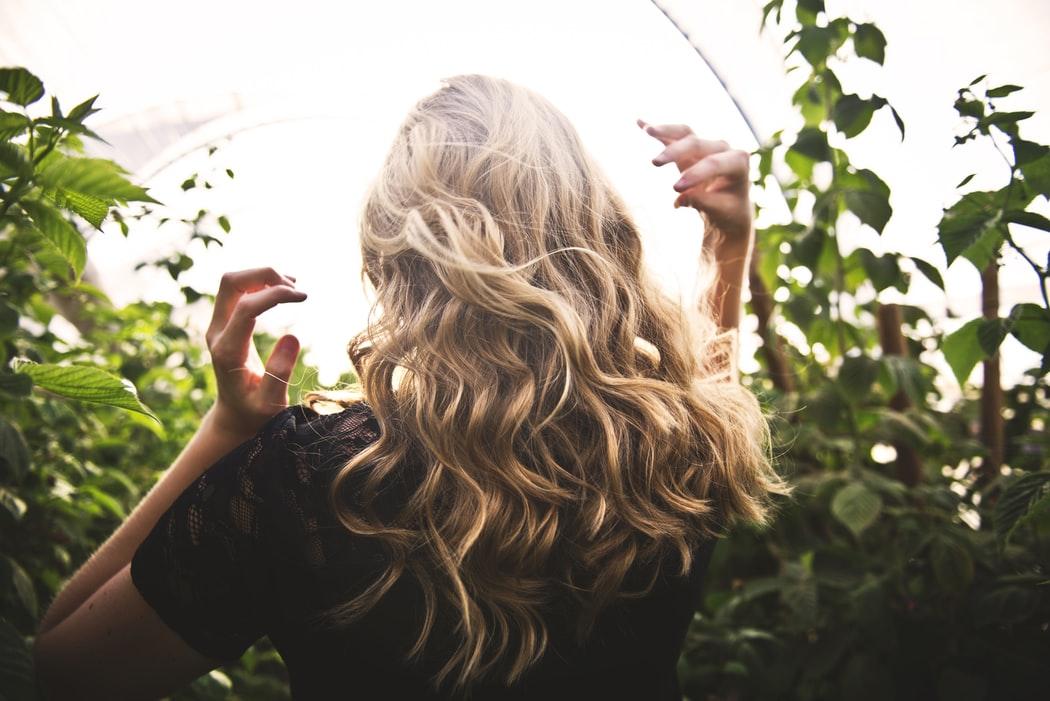Foto: Secrete! Îngrijirea corectă pentru părul vopsit în perioada estivală