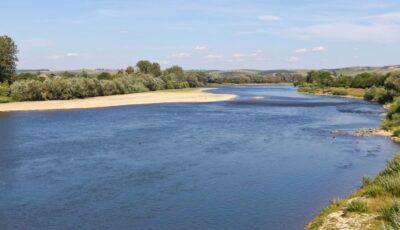 O fetiță de 13 ani s-a înecat în râul Nistru
