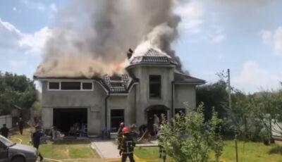 Un avion s-a prăbușit peste o casă în Ucraina. Au murit patru oameni