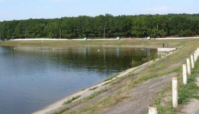 Un bărbat de doar 44 de ani s-a înecat în lacul de lângă OrheiLand