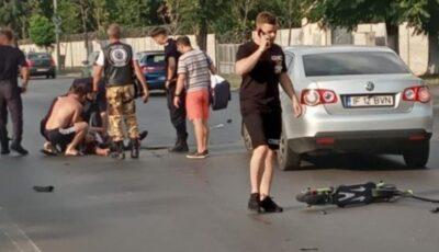 Un tânăr care circula pe o trotinetă a fost spulberat de un motociclist furios