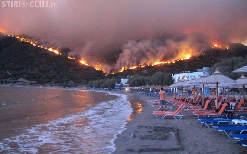 Imagini apocaliptice în Grecia unde arde o insulă