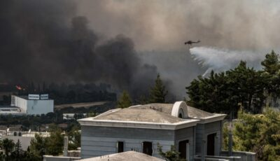 Sute de pompierii luptă cu flăcările care s-au apropiat de capitala Greciei!