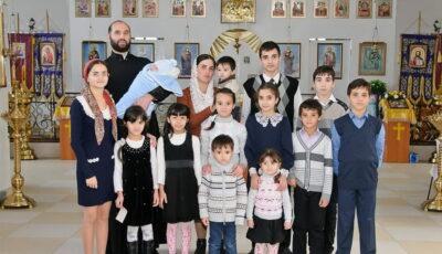 """Povestea unei familii cu 16 copii din Ceadâr Lunga: ,,Ne ajută dragostea, tandrețea, maternitatea"""""""