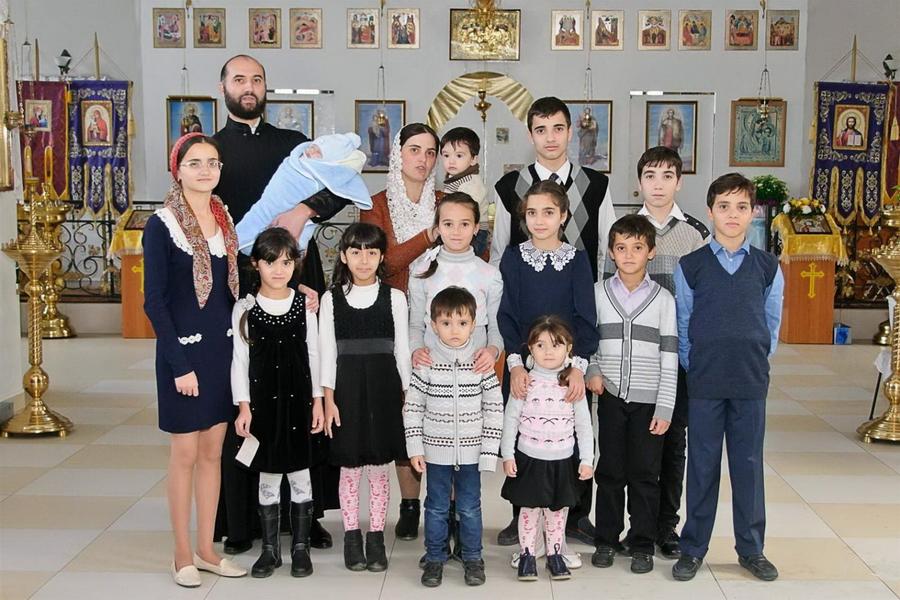 """Foto: Povestea unei familii cu 16 copii din Ceadâr Lunga: ,,Ne ajută dragostea, tandrețea, maternitatea"""""""