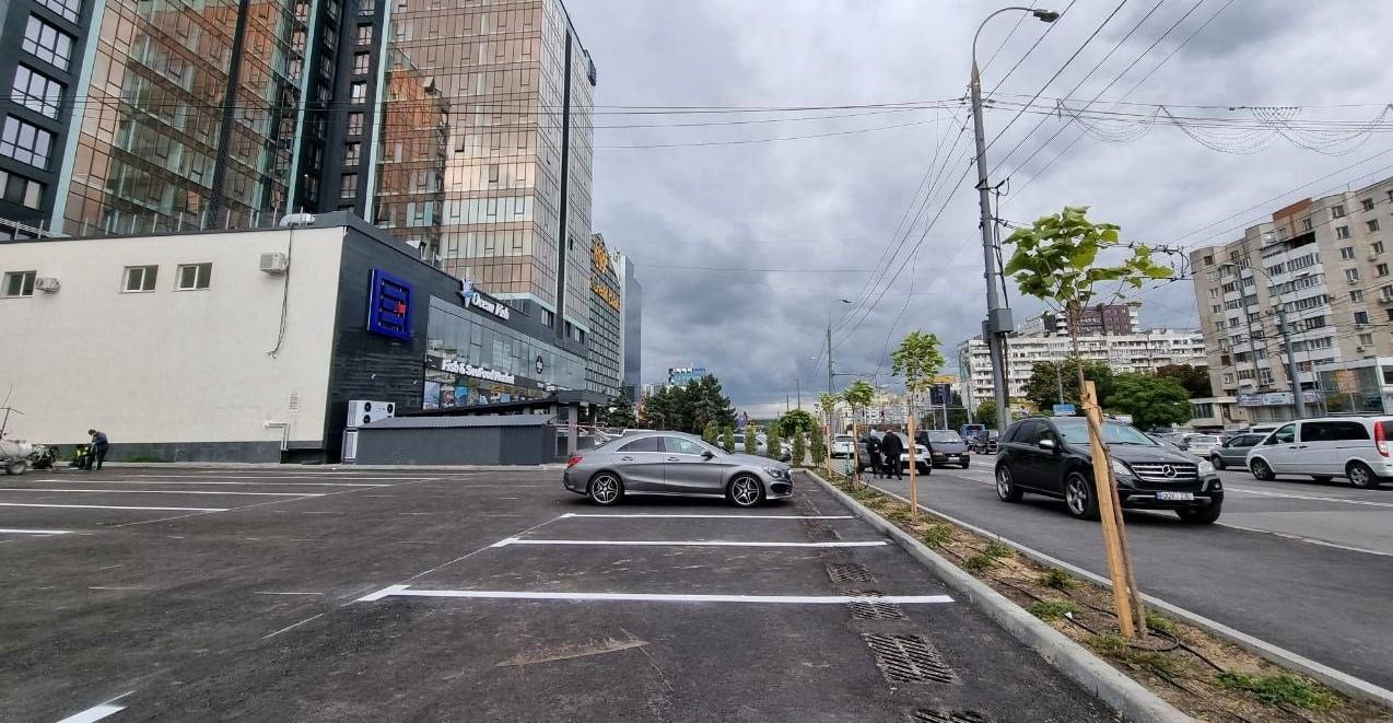 Foto: O nouă parcare auto, în centrul Capitalei. Sunt disponibile circa 80 de locuri