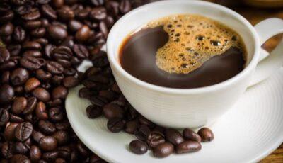 """Medic: ,,Nu beți niciodată cafeaua imediat ce vă treziți!"""""""